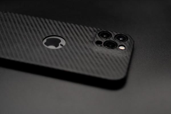 Carbon Cover iPhone 12 Pro met Logo Window